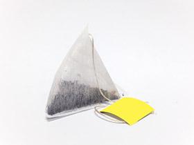P05 9 S04 pic1 triangle bag tea bag example 1